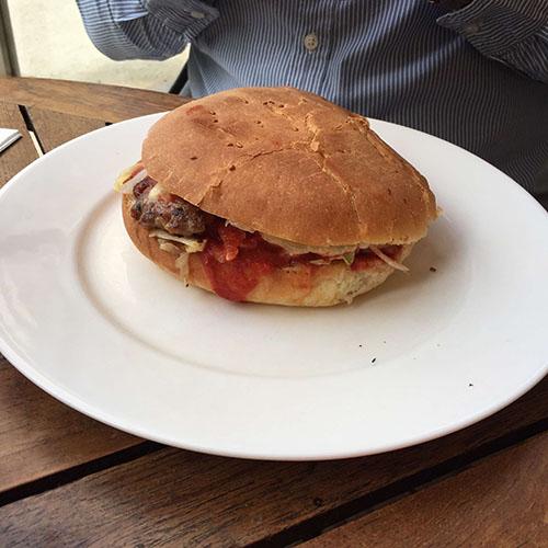 istanbul-caddebostan-cafe-j-burger